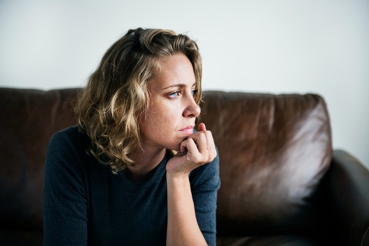 Mit Ende Vierzig und nach fast zwanzig Jahren Abwesenheit in ihrem Job, ist Claudia M. nach ihrer Scheidung damit konfrontiert, wieder ins Berufsleben einzusteigen. Als Mutter von zwei Teenagern ist ihr laut Rechtsprechung zuzumuten, 80 bis 100 Prozent zu arbeiten. Lesen Sie hier ihre Erzählung.