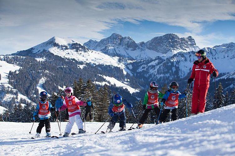 Erste Schwünge in der Ski- und Snowboardschule in Sörenberg