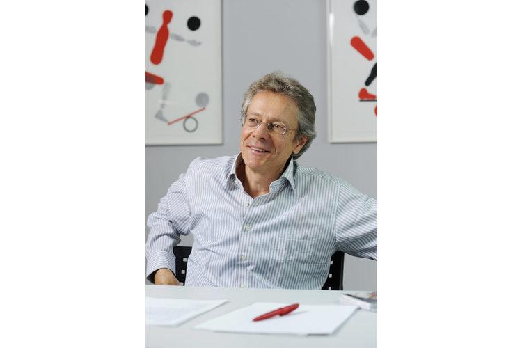 Jürg Frick ist psychologischer Berater in eigener Praxis, Dozent und Buchautor. Er hat als Volksschullehrer und Ausbildner gearbeitet sowie viele Jahre als Dozent und Berater an derPädagogischen Hochschule Zürich. Frick bietet auch Seminare und Workshops für Schulen sowie Kurse und Vorträge für Eltern an. Frick lebt und arbeitet in Uerikon am Zürichsee.