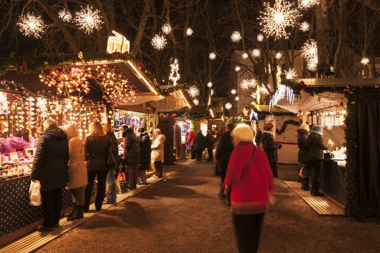 So kann sich Basel im Winter präsentieren, zum Beispiel am Weihnachtsmarkt auf dem Münsterplatz.