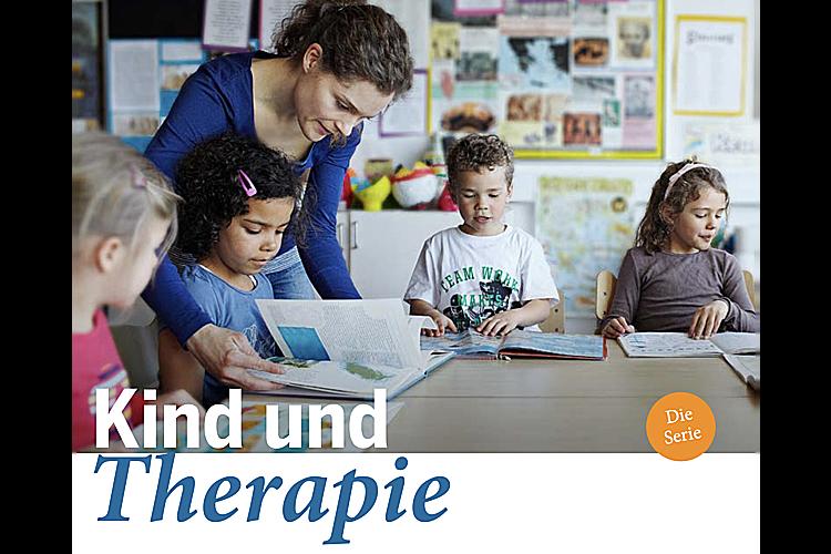 Kind und Therapie – die SerieMehr als die Hälfte der Schweizer Schulkinder wird im Laufe ihrer schulischen Laufbahn einmal therapiert. Viel zu viele, sagen manche Kinderärzte und Experten, und plädieren für mehr Gelassenheit bei Schul- und Lernschwierigkeiten. Eltern wiederum sind oft ratlos, hinterfragen ihre Ansprüche, fürchten sich vor Stigmatisierung. In dieser fünfteiligen Serie möchten wir das Feld des schulischen Therapieangebots beleuchten. Was ist das Ziel der sogenannten sonderpädagogischen Massnahmen? Wann sind sie nötig? Was macht eine Heilpädagogin im Unterricht? Wie arbeitet eine Logopädin? Was bedeutet Psychomotorik? Und haben wir nicht vielleicht einfach falsche Vorstellungen davon, was der Norm entspricht und was nicht?Alle bisher erschienen Artikel finden Sie hier: Kind und Therapie – die Serie(Bild: Klaus Vedfelt/Getty Images)