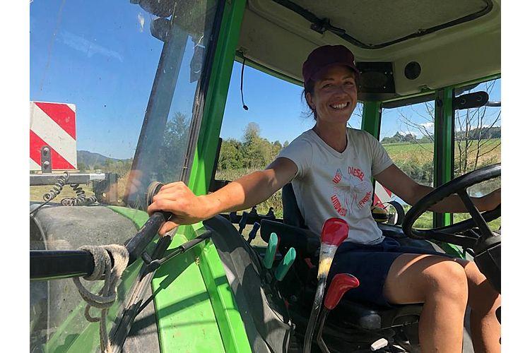 Leila bei ihrer Arbeit als Landwirtin (Bild: Rathesan Iyadurai)