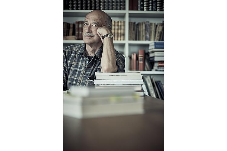 Remo Largo (1943–2020)Remo Largo wurde am 24. November 1943 in Winterthur geboren. Nach dem Studium der Medizin an der Universität Zürich und der Entwicklungspädiatrie an der University of California, Los Angeles, habilitierte er 1981 in Kinderheilkunde. Ab 1978 leitete Largo die Abteilung «Wachstum und Entwicklung» an der Universitäts-Kinderklinik Zürich. Von 1987 bis 1993 war er Leiter der dortigen allgemeinen Poliklinik. Er publizierte zahlreiche wissenschaftliche Arbeiten sowie populärwissenschaftliche Fachbücher und wurde damit zum Bestsellerautor. Largo hatte viele Jahre mit gesundheitlichen Einschränkungen zu kämpfen und erlitt im Frühling 2020 seinen dritten Hirnschlag. Der Vater von drei Töchtern lebte zuletzt mit seiner zweiten Ehefrau in Uetliburg SG, wo er am 11. November im Alter von 76 Jahren verstarb.Lesen Sie in diesem Dossier die wichtigsten Texte von Remo Largo und einen Nachruf von Chefredaktor Nik Niethammer.