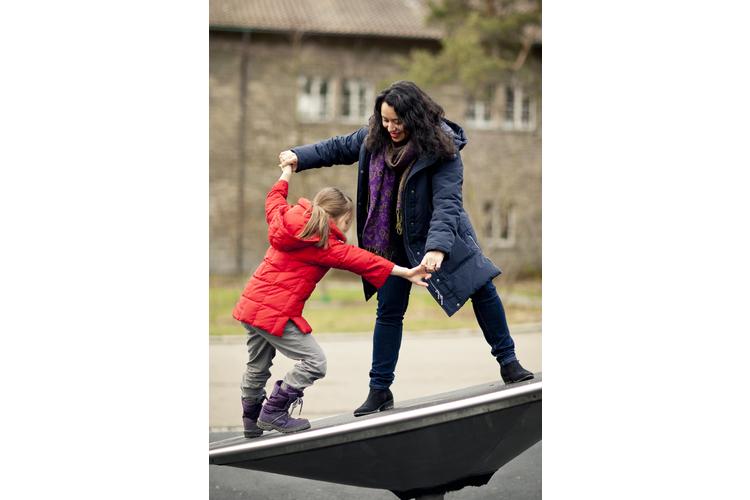 1/2 Der Besuch des Pausenplatzes kann die Vorfreude auf die Schule steigern.