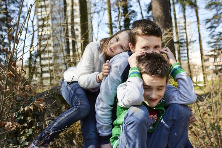 Die Hartmanns aus Suhr (v. l.): Sophie, 7, Matthias, 11, und Lorenz, 9.Liebe und Rivalität: Sophie mit ihren Brüdern Lorenz (l.) und Matthias.
