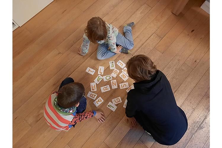 Kindliche Aphasie kann sich massiv auf das Leben der betroffenen Kinder und ihren Eltern auswirken. (Bild: Anja Petri)