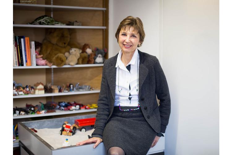 Dr. phil. Ruth Etienne Klemm ist Schulpsychologin im Schulpsychologischen Dienst der Stadt Zürich sowie Mutter von zwei erwachsenen Kindern – einer Tochter und einem Sohn.
