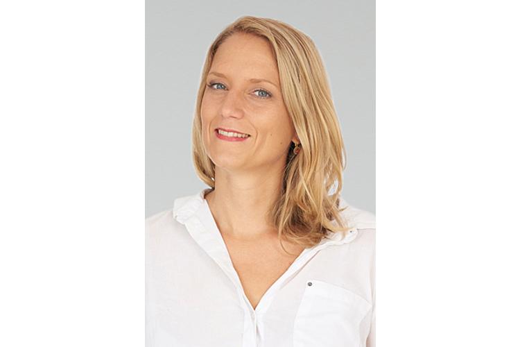 Marah Rikli ist Buchhändlerin und leitet den Lernmedien-Shop in Zürich. Die Buchhandlung hat sich auf Schulbücher, Pädgaogik und Weiterbildung spezialisiert. Rikli ist zudem Autorin und lebt mit ihrer Patchworkfamilie in Zürich.