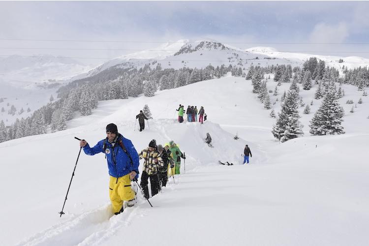... Schneeschuhwandern mit einem Guide ...