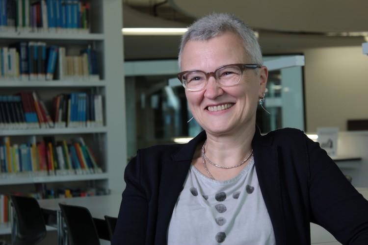 Prof. Dr. Afra Sturm ist Professorin an der Pädagogischen Hochschule der FHNW und leitet dort den Schwerpunkt Schreiben am Zentrum Lesen. Sie erforscht und entwickelt den Erwerb und die Förderung von Schreiben bei Kindern und Erwachsenen.