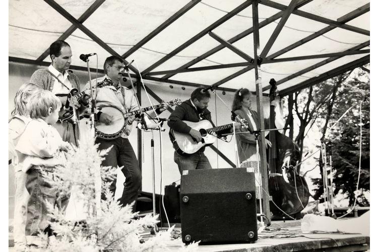 Bob am Banjo bei einem Konzert mit seiner Band «Bluegrass Friends». Wir durften auch auf die Bühne.