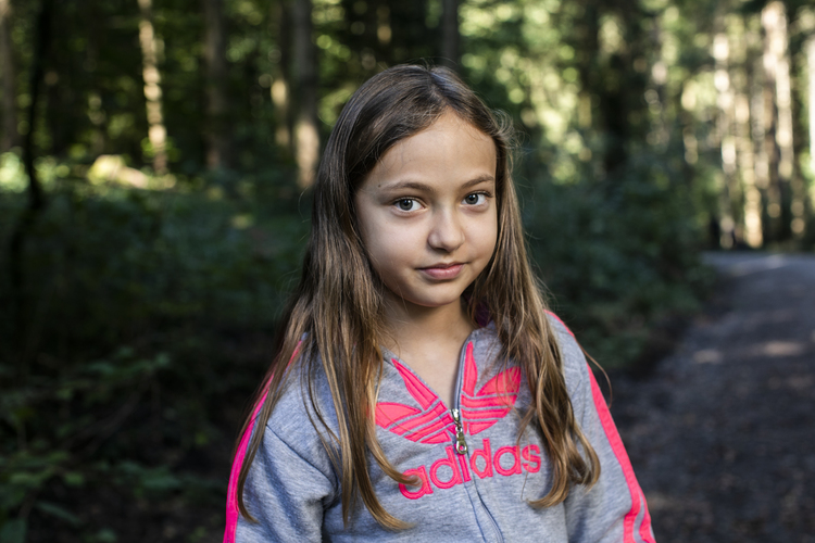 1/6 Dilara, 10 Jahre: Ich finde den Wald doof, weil es hier so viele Mücken hat. Später hab' ich dann überall Mückenstiche, muss duschen und schauen, ob ich auch noch Zecken habe.