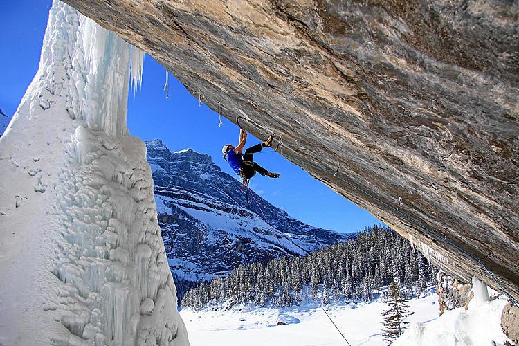 Kandersteg: Eisklettern beim Oeschinensee und gefrorene Wasserfälle gleich daneben.