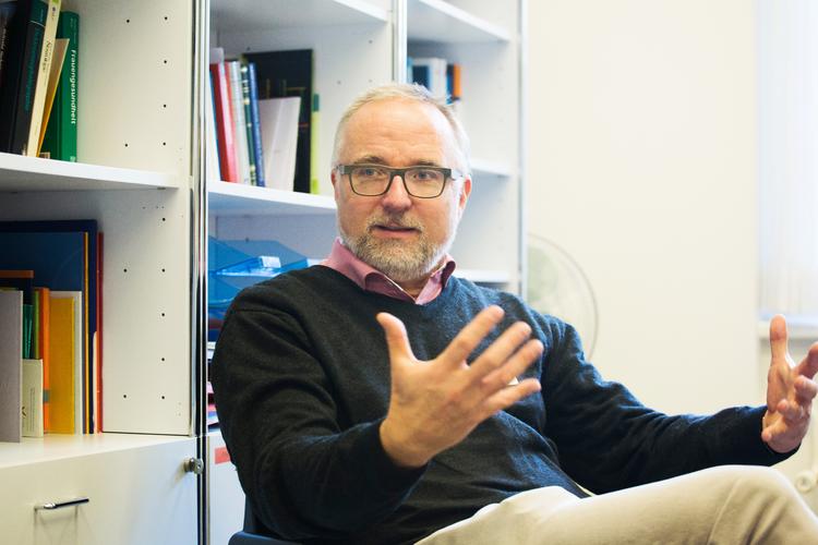 PD Dr. med. Gregor Berger ist Leitender Arzt und Leiter des psychiatrischen Notfalldienstes und Home Treatments der Kinder- und Jugendpsychiatrie der Psychiatrischen Universitätsklinik Zürich.