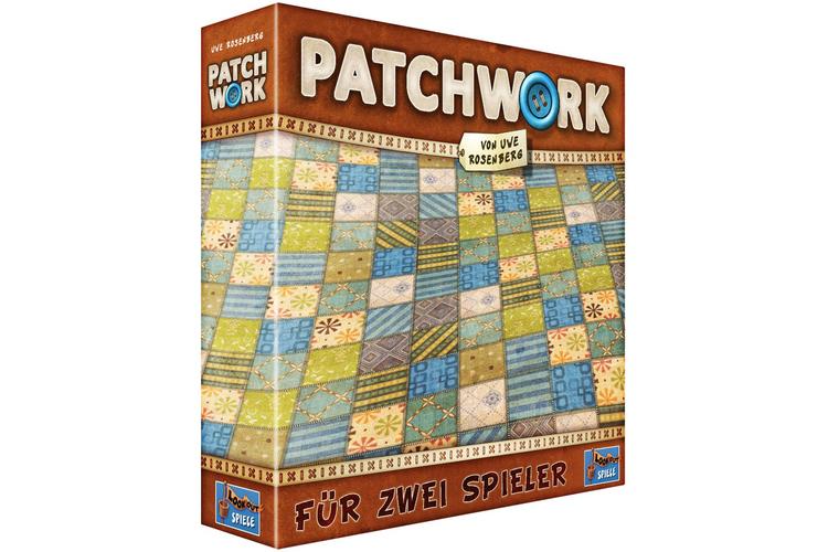 Duell für zweiPatchworkNicht immer hat man viele Mitspieler zur Verfügung, oft herrscht bloss Zweisamkeit. Dafür gibt es «Patchwork», ein reines Zweipersonen-Spiel, bei dem die beiden Konkurrenten jeder für sich einen möglichst lückenlosen Flickenteppich legen müssen. Zahlungsmittel sind sinnigerweise Knöpfe. Die Flicken sind flache, farbige Kartonplättchen in unterschiedlichen Grössen und Formen, die zum Teil an «Tetris» erinnern. Die Spieler sind nicht abwechselnd am Zug, sondern es spielt immer, wer mit seinem «Zeitstein» gerade weiter hinten liegt. Deshalb kann ein Spieler mehrfach hintereinander an die Reihe kommen und das taktisch nutzen. Wer an der Reihe ist, darf einen von drei jeweils verfügbaren Flicken kaufen. Jeder Flicken kostet Knöpfe und «Zeit», um ihn in die eigene Decke einzunähen. Die Regeln sind einfach, man ist sofort im Spiel drin, jede Partie ist spannend und dauert höchstens eine halbe Stunde.«Patchwork» von Uwe RosenbergLegespiel für 2 Spieler ab 8 JahrenSpielzeit: etwa 30 MinutenPreis: Fr. 25.90 Lookout Spielewww.lookout-spiele.de