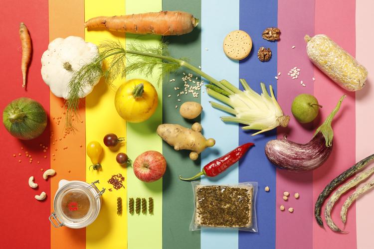 «Und was essen Sie so?» Sarah Heiligtag und Georg Klingler haben ein paar Zutaten, mit denen sie kochen, für uns ausgebreitet.