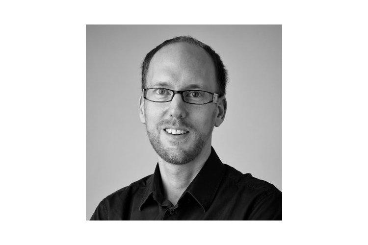 Michael Plüss ist ein Schweizer Entwicklungspsychologe und Professor an der Queen Mary University of London. Sein Forschungsschwerpunkt liegt in der Hochsensitivität bei Kindern. 2019 leitet er ein Forschungsprojekt im Kanton Tessin zur erhöhten Sensibilität von Schulkindern im ersten Schulzyklus.