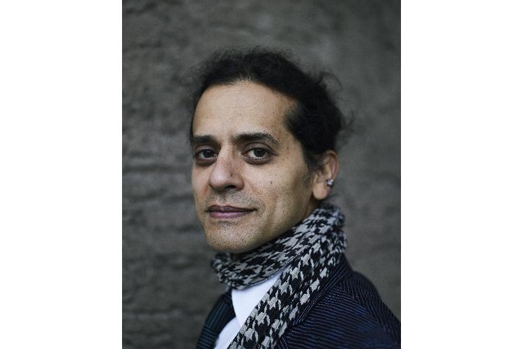 André Stern ist 1971 in Paris geboren und aufgewachsen, er ist Sohn des Forschers und Malort-Gründers Arno Stern. Stern ist Musiker, Autor und Vortragsredner, er lebt mit seiner Frau und seinen zwei Söhnen (8 und 2) in Poitiers, südwestlich von Paris.