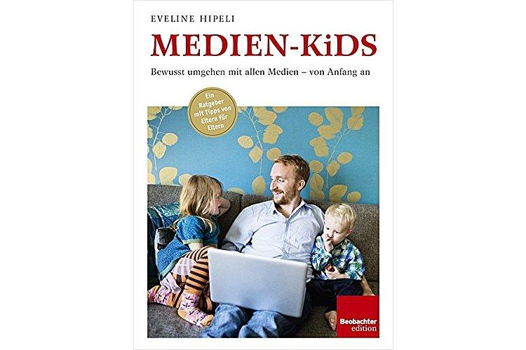 Eveline Hipeli: Medien-Kids. Bewusst umgehen mit allen Medien – von Anfang an. Beobachter 2014, 224 S., ca. 35 Fr.Ab wann iPad und Co.? Der grosse Ratgeber zum Medienkonsum.
