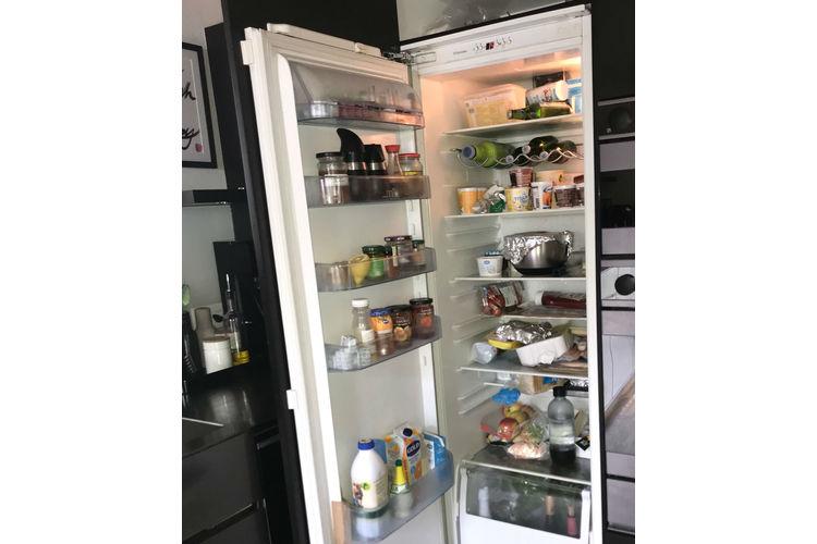 Tischlein deck dich, Kühlschrank füll dich? Gäbig wärs ... Denn: So sieht ein (eher leerer!!!) Kühlschrank bei Claudia Landolt aus. Foto: privat