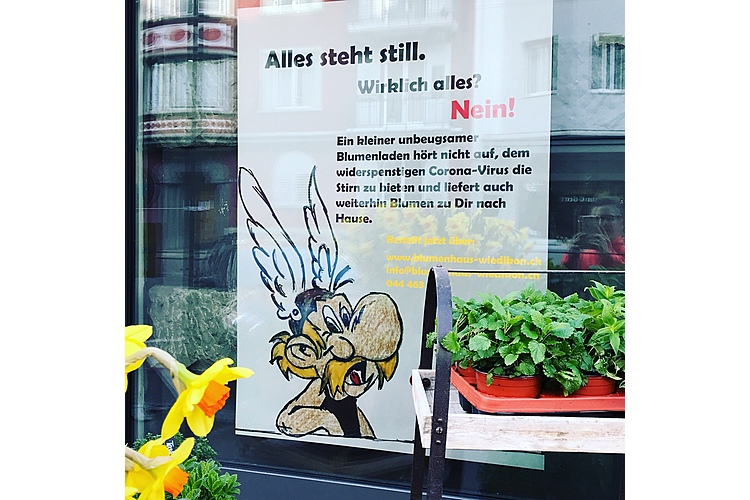 Ein erfinderischer Blumenladen in Zürich Wiedikon. Die Blumen sind zur Selbstbedienung da, man zahlt ins Kässeli oder per Twint. Shop local ist in Corona-Zeiten wichtiger denn je!