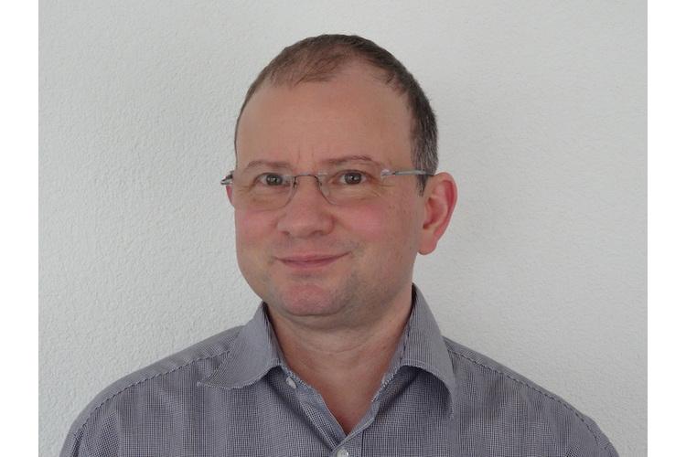 Matthias Huber, 49, lic. phil., ist Psychologe an der Uniklinik für Kinder- und Jugendpsychiatrie und Psychotherapie der UPD Bern. Er arbeitet im Spezialbereich Autismus in der Diagnostik, Beratung und Therapie. Die Zuweisung erfolgt über Ärztinnen und Ärzte sowie über Psychotherapeutinnen und Psychotherapeuten an die jeweiligen Zweigstellen der KJP im Kanton Bern. Kontakt: info.kjpp@upd.ch, www.upd.ch
