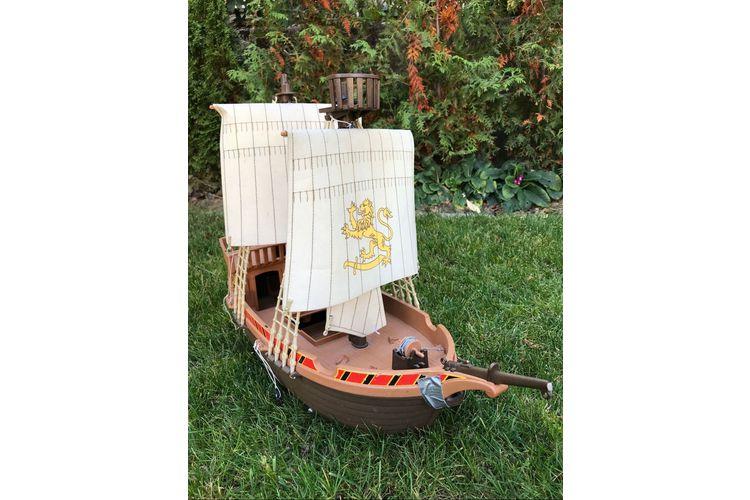 Das Piratenschiff von Playmobil ist so ein Klassiker, dass es auch jede Menge gebrauchte Modelle bei Ricardo gibt.