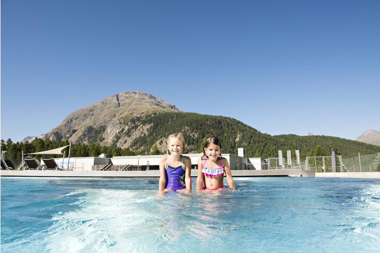 Bei 34 Grad warmem Wasser kann man bei jedem Wetter Spass haben.