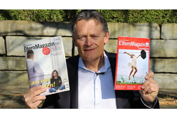 Chefredaktor Nik Niethammer und das Schweizer ElternMagazin Fritz+Fränzi. Bild: Bianca Fritz