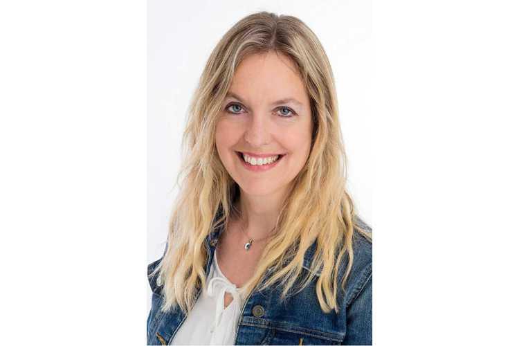 Marianne Botta ist Lebensmittelwissenschaftlerin und Fachlehrerin. Sie hat sich auf Ernährungswissenschaften spezialisiert, arbeitet als Fachjournalistin für verschiedene Publikationen und hat mehrere Bücher geschrieben, unter anderem über Kinderernährung (www.mbfit.ch). Sie ist Mutter von 8 Kindern zwischen 7 und 21 Jahren und kocht und isst täglich mit ihrer Familie. Bild: zVg