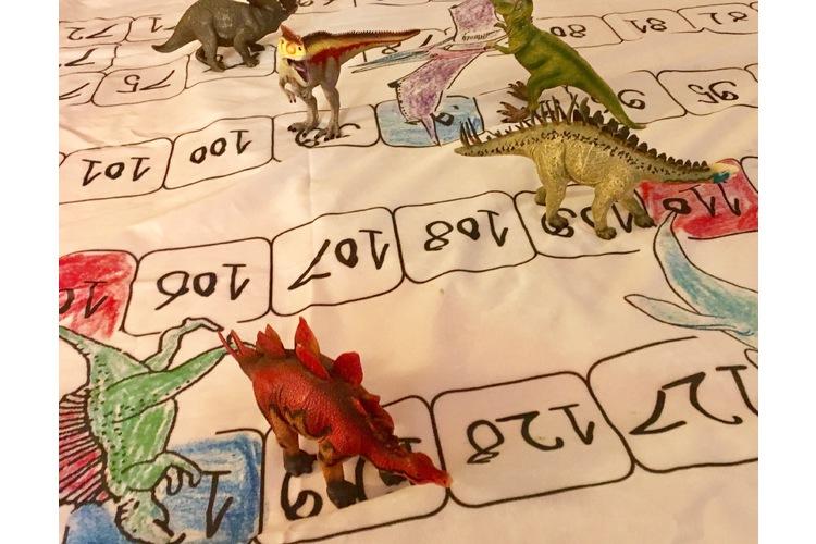 Dinosaurier-Leiterspiel im Kindergarten (Foto und Forschungsprojekt: Bettina Baumberger, SHP, 2017)
