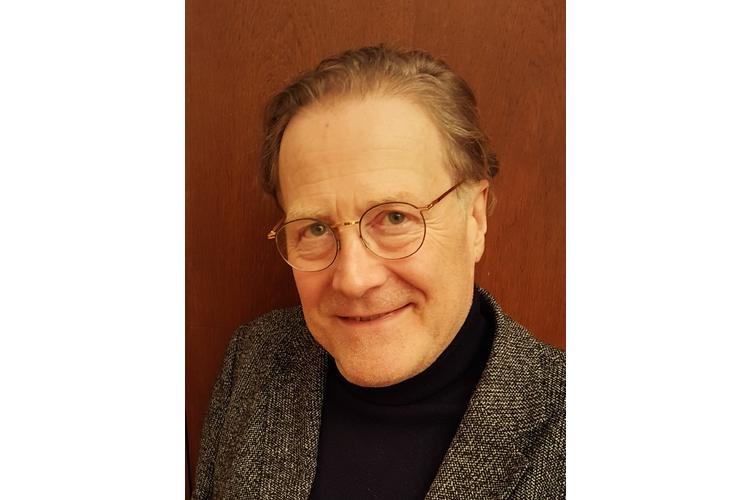 Prof. Dr. med. Joachim Bauer ist Neurobiologe, Arzt und Psychotherapeut. Er lebt, forscht und arbeitet in Berlin. Bauer ist Autor zahlreicher Bestseller («Das Gedächtnis des Körpers», «Warum ich fühle, was du fühlst», «Lob der Schule»).