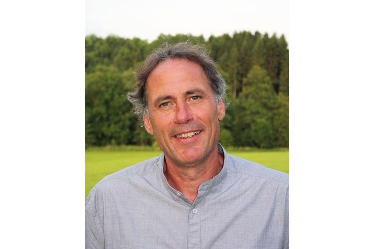 Herbert Renz-Polster, 1960, ist Kinderarzt und Wissenschaftler am Mannheimer Institut für Public Health der Universität Heidelberg. Er ist Autor zahlreicher Bücher wie «Gesundheit für Kinder» oder «Kinder verstehen». Er lebt in der Nähe von Ravensburg (D), ist verheiratet und Vater von vier erwachsenen Kindern. www.kinder-verstehen.de