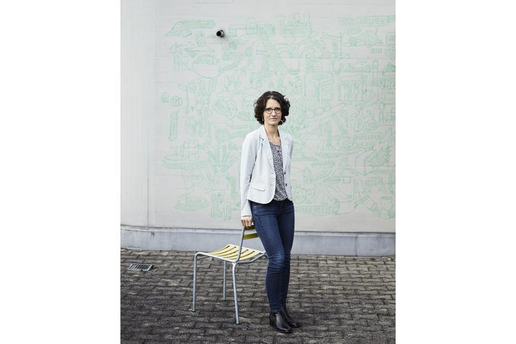 Bettina Fredrich ist Leiterin der Fachstelle Sozialpolitik bei Caritas Schweiz. Sie lebt mit ihrer Familie in der Nähe von Bern.