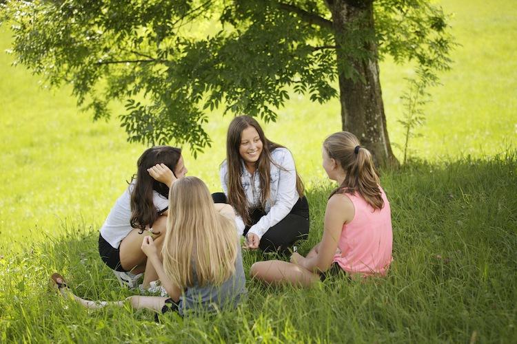 Freundinnen für immer. Enge Bindungen stehen bei Jugendlichen hoch im Kurs.