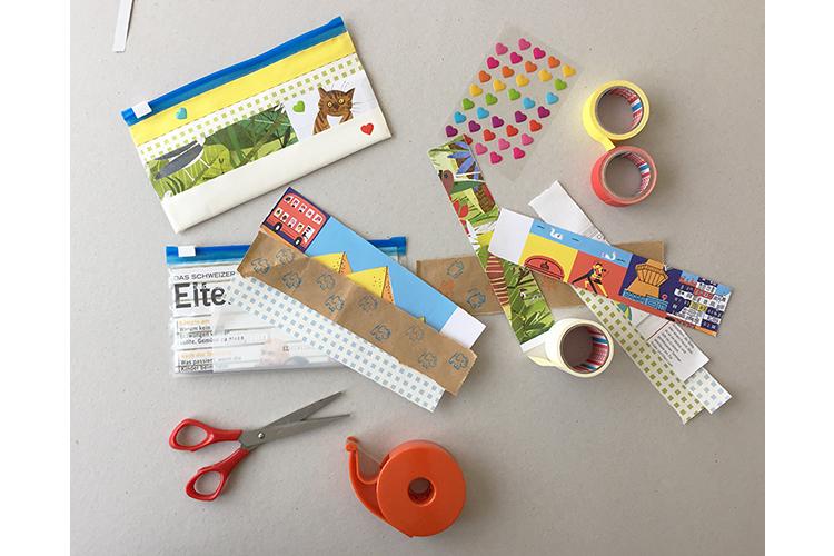 Schritt 8: Jetzt das Etui noch mit Stickern verzieren. Und was macht man mit den übrigen Papierstreifen? Natürlich noch ein zweites Etui!