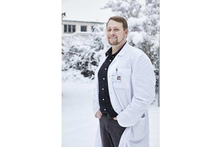 Thomas Dreher sagt, in der Schweiz habe er mehr Zeit für die Patienten und deren Eltern als in Deutschland.