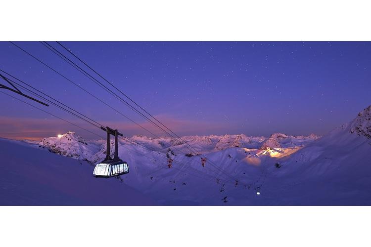 Arosa bietet Gross und Klein ein Freizeitangebot mit grossem Spassfaktor: eine weite Skiarena dank der Urdenbahn ...