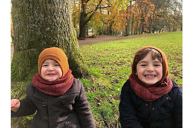 Marcel und William im Park