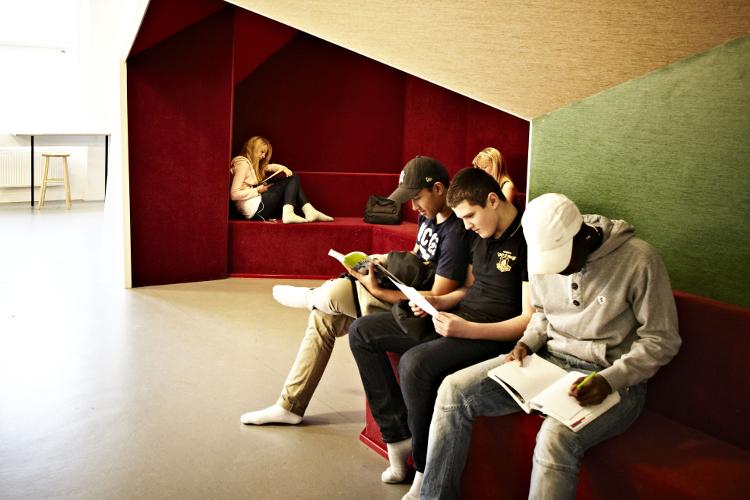 Die Architektur moderner Schulen orientiert sich an den Bedürfnissen lernender Menschen.