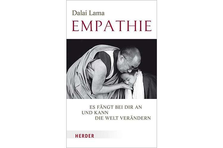 Dalai Lama: Empathie. Es fängt bei dir an und kann die Welt verändern. Herder 2017, 176 Seiten, ca. 30 Fr.Eine Anleitung zu innerem Frieden, mit dem laut dem Dalai Lama alles beginnt: «Ich bezeichne das Mitgefühl als globale Notwendigkeit. Die ganze Menschheit hat es grundlegend nötig, allem mit mentalem Frieden und einem soliden mitfühlenden Blick zu begegnen.»