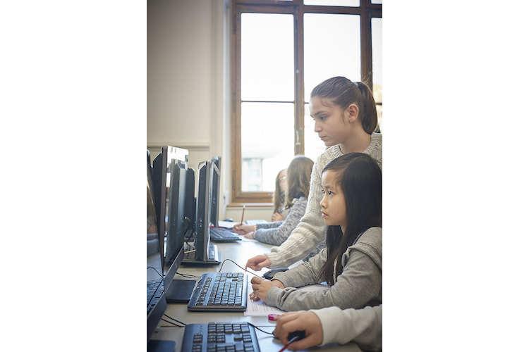 3/4 Fit für die Zukunft: Programmieren zu können wird in einer nahen Zukunft gemäss Experten eine Kompetenz sein wie Lesen und Schreiben.