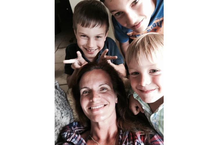 Claudia Landolt und drei ihrer sechs Männer. Foto: privat