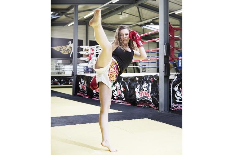 «Ich bin richtig allergisch auf all diese dünnen Models, die uns Mädchen das Gefühl geben, wir seien zu dick», sagt Elena, 15, die Thai-Boxen trainiert. Mehr über Elena, hier.