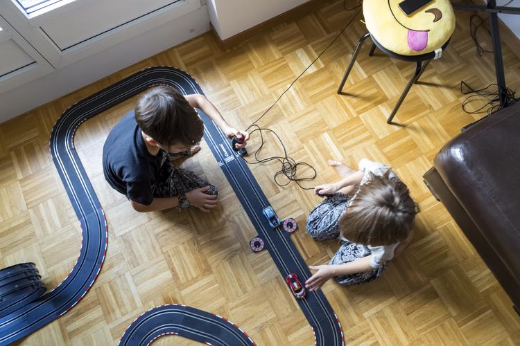 Während Mädchen vor Prüfungen häufig nervös werden, vertrauen Buben eher auf ihr Glück. Bild: Salvatore Vinci / 13 Photo