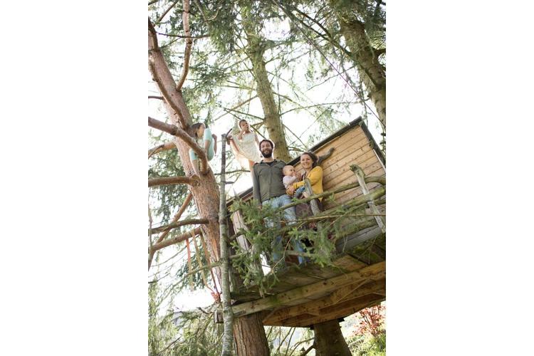 4/11 ...und sogar ein Baumhaus laden zum Relaxen ein.
