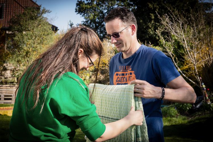 Ein gutes Team und dank Auszeiten ein starkes Paar: Tabea und Jonas Plattner aus Hindelbank BE. Lesen Sie ihre Erzählung: «Kinder ziehen weiter, der Partner bleibt»