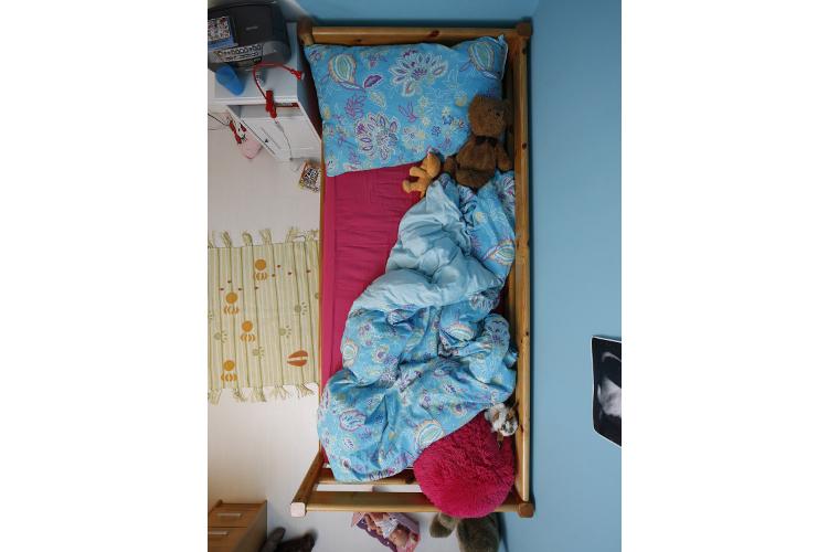Kinder schlafen anders als Erwachsene. Sie müssen vor allem das Durchschlafen erst erlernen.