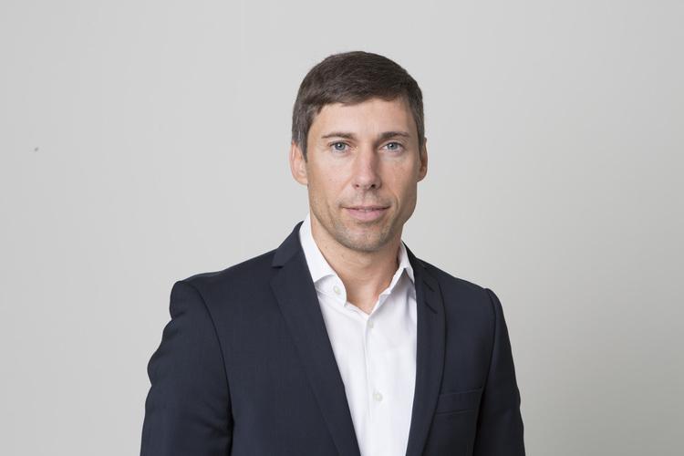 Prof. Dr. Dirk Baier ist Soziologe und Leiter des Instituts für Delinquenz und Kriminalprävention an der Zürcher Hochschule für Angewandte Wissenschaften ZHAW. Seine Forschungsschwerpunkte sind Jugendkriminalität, Gewaltkriminalität und Extremismus. Dirk Baier ist Vater einer Tochter und lebt mit seiner Familie in Mellingen AG.