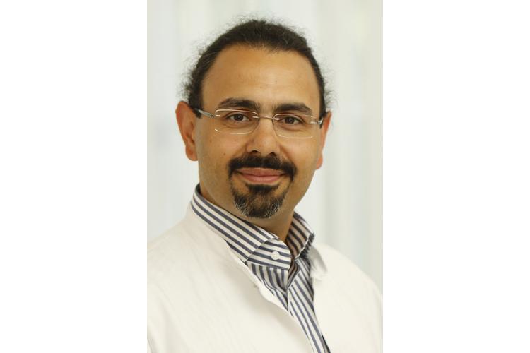 Dr. Kurosch Yazdi ist Facharzt für Psychiatrie und Psychotherapeut. Seit 2010 leitet er in Linz die Ambulanz für Spielsucht, seit 2012 eine Krankenhausabteilung für Suchtkranke.
